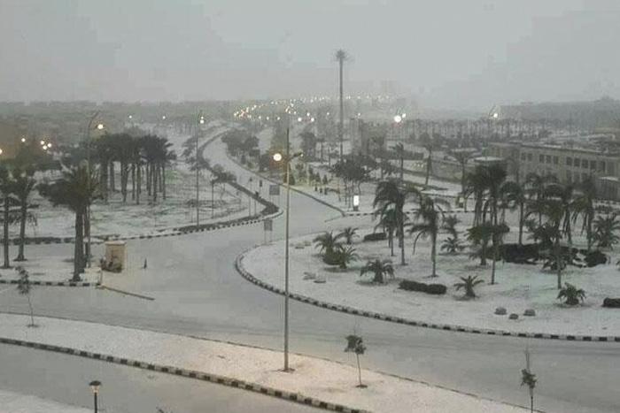 Египет В декабре 2013 года снегопад обрушился на Египет. С редкой для данных мест погодной аномалией столкнулись жители Каира и ряда других городов. До этого последний раз снег в Египте видели 122 года назад.
