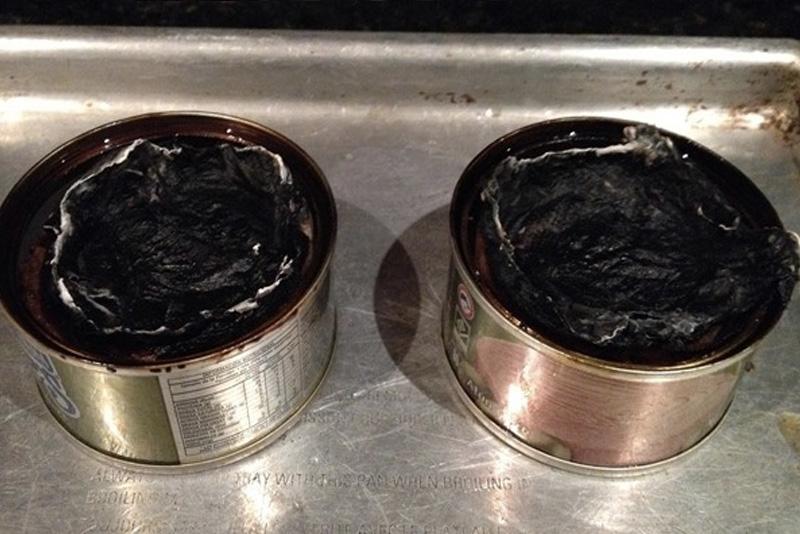 Когда бумага догорит, просто удалите пепел из банки.