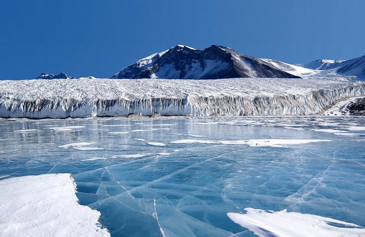 Снэг, Канада Для деревушки, расположенной в 25 км. к югу от Бивер-Крик, характерны долгие и суровые зимы. Самым холодным месяцем считается январь. Температура в этот период может опуститься до - 63°С.