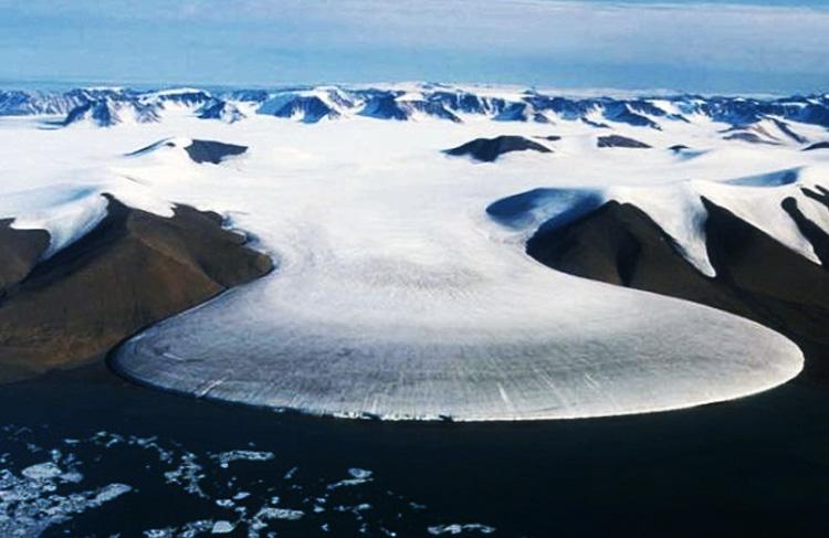 Айсмитте, Гренландия Территория полностью покрыта льдом. В самые холодные месяцы температура может опускаться до -64.9 °C