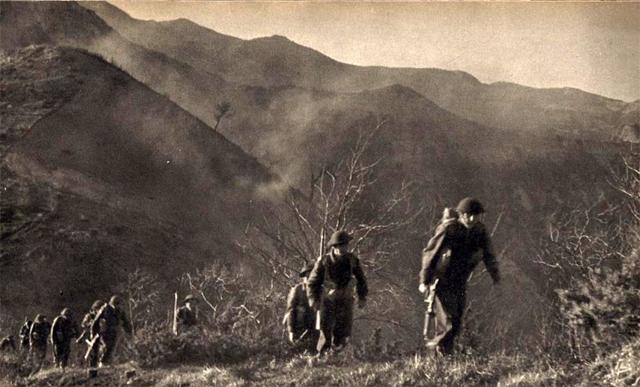 Солдаты 22-ой роты застряли на горе Монте-Кассино. На склонах окопались элитные части германских войск, успевшие утопить в крови предыдущие атаки американцев, голландцев и англичан. Уступать стратегическую высоту каким-то полякам немецкие парашютисты не собирались.