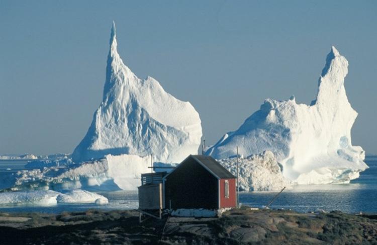 Нортайс, Гренландия Бывшая полярная исследовательская станция Британской северогренландской экспедиции находится на Гренландском ледяном щите, на высоте 2345 м над уровнем моря. В 1954 году на станции была зафиксирована самая низкая температура в Северной Америке — 66.1 °C.