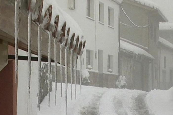 Испания В конце апреля 2013 года снегопад застал врасплох жителей солнечной Испании. В отдельных регионах страны толщина снежного покрова достигла 18 сантиметров.