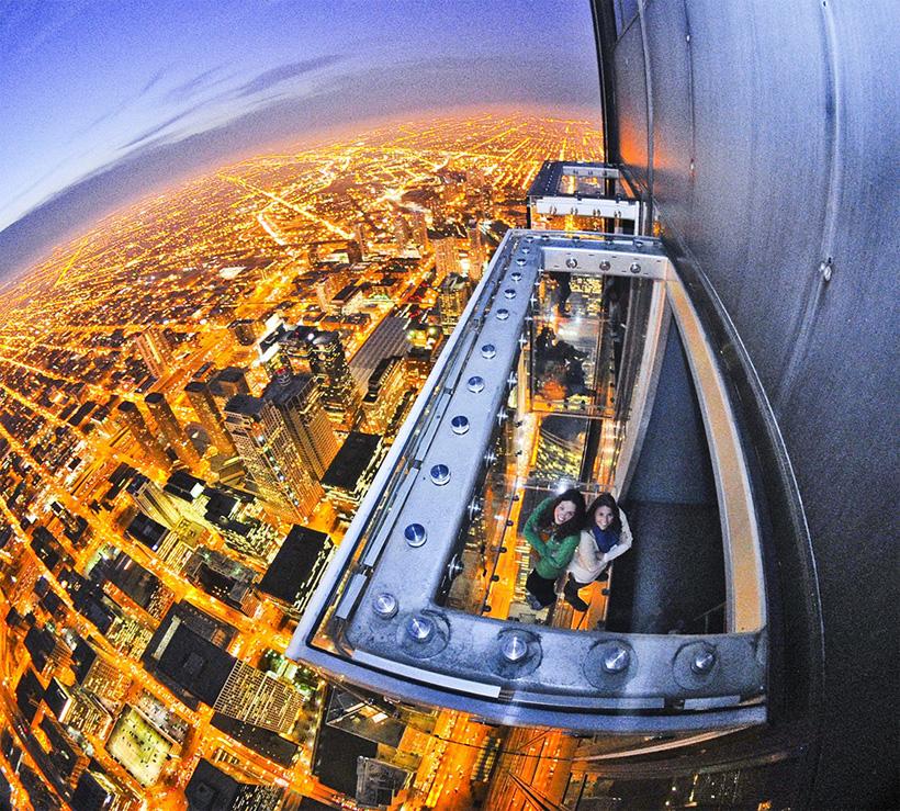 Шанхайский всемирный финансовый центр Шанхайский всемирный финансовый центр— самое высокое здание со смотровой площадкой в нашем листинге. Отсюда открывается совершенно эпичный вид на город и бухту, и в списке обязательных к посещению мест в Китае, он стоит у туристов на первом месте.