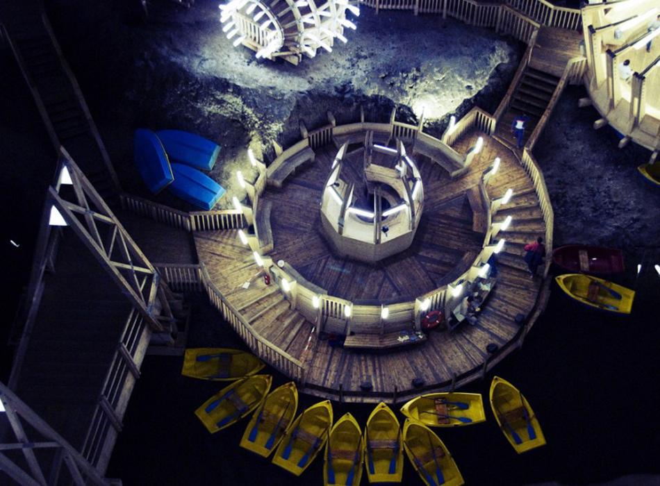 Посещение подземного парка аттракционов обойдется недорого, за вход нужно заплатить 20 румынских леев, что составляет примерно 4,5 евро.