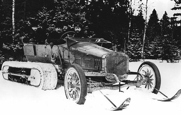 Руссобалт-Кегресс 1909 год В 1909 году российский инженер немецкого происхождения Алекс Кегресс создал вездеход, не имеющий аналогов в мире. Он предназначался для езды по снегу. Машина вышла практически бесполезной: гусеничный привод, изготовленный из верблюжьих шкур, постоянно рвался.