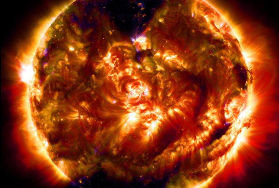 100-миллионное изображение Солнца, снятое в Обсерватории солнечной динамики. В день там обрабатывается 57 600 изображений светила или около 1,5 терабайт данных.
