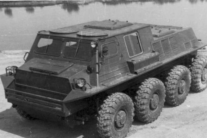 Модель СТПР-6901-01 1970 год Вездеход, получивший совершенно непроизносимую маркировку СТПР-6901-01, стал одним из самых успешных в своем роде. Герметичная кабина позволяла ему преодолевать реки любой глубины, а гусеницы прекрасно справлялись и с болотной грязью, и со снежным настом.