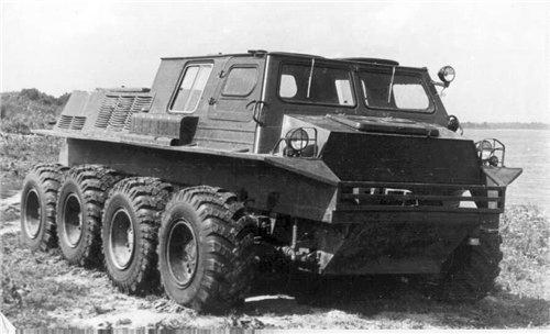 МодельГПИ-3901 1983 год Одна из последних моделей вездеходов-амфибий советского периода увидела свет в 1983 году. ГПИ-3901 был очень похож на своего предшественника, СТПР, и конструкцией кузова, и ходовыми качествами. Испытания этого вездехода стали отправной точкой для развития совершенно новых типов вездеходов — «Арктика», «Сектор-12», «Мамонтенок» и других, но это уже совсем другая история.