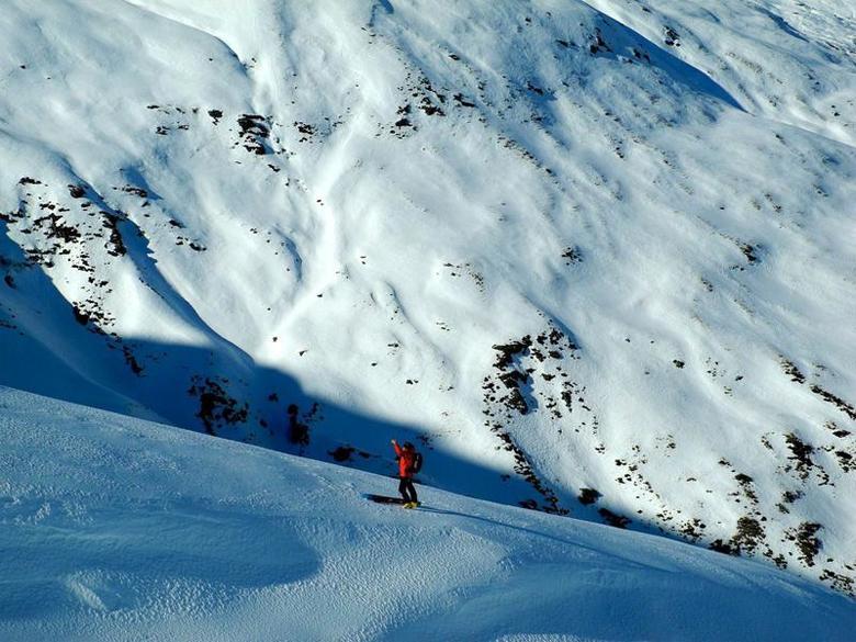 Южные Озера, Новая Зеландия В отличие от большинства пиков, расположенных в Северной Америке, Новая Зеландия предлагает попробовать свои силы не только профессионалам высокого уровня, но и новичкам. Курорт расположен очень удобно: совсем недалеко Квинстаун и несколько крупных горнолыжных трасс.
