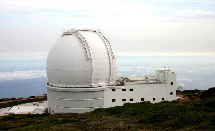Гигантский телескопZenith Мауна-Кеа,Гавайи Плато Мауна-Кеа, расположенное на Гавайях, стало идеальной площадкой для одной из самых крупных научных построек мира. Именно здесь был реализован проект телескопа Zenith, который уже 15 лет остается крупнейшим ртутным телескопом мира. Весит Zenith больше 25 тонн, а его оборудование позволяет ученым наблюдать за распределениями энергии в галактиках. С помощью «Зенита» идет поиск далеких сверхновых звезд — эти данные дают возможность понимать принцип развития и нашей галактики.