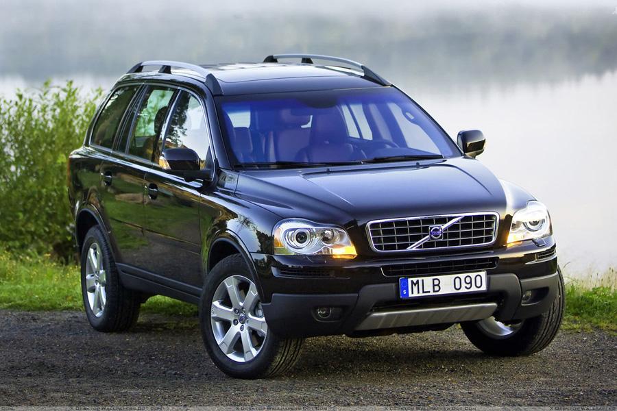 Volvo XC90. К 2009 году Volvo со своим самым успешным паркетником подошла в оптимальной технической форме, позволив сконцентрироваться на ряде несущественных внешних доработок. Поэтому выбирая среди самых безопасных б/у автомобилей 2009-2012 годов выпуска,стоит особое внимание обратить на XC90, который к тому же и выглядит почти совершенно.