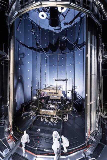 Испытательная камера приемника Хабла космического телескопа Джеймс Вебб, который выйдет на орбиту в 2018 году.