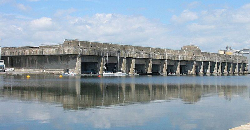 Доки Сан Назар Бискайский залив, Франция Здесь базировалось крупнейшее соединение немецких субмарин. 14 доков, противовоздушная защита и самые совершенные на тот момент подводные лодки в мире. Доки были взяты только в самом конце войны, сейчас же стоят совершенно заброшенными.
