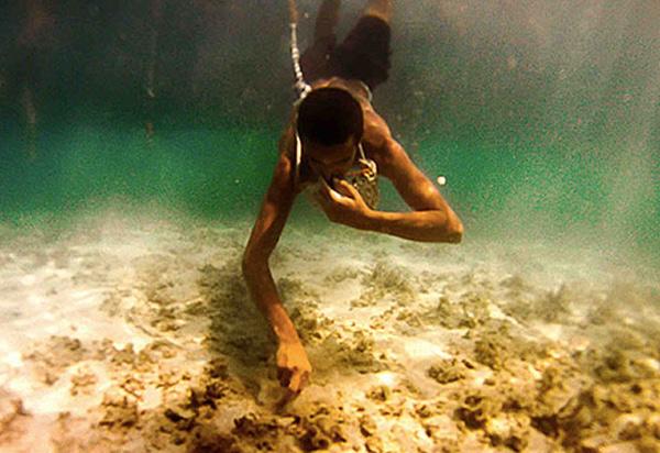 Тренированные ныряльщики могут оставаться под водой от 50 до 80 секунд.