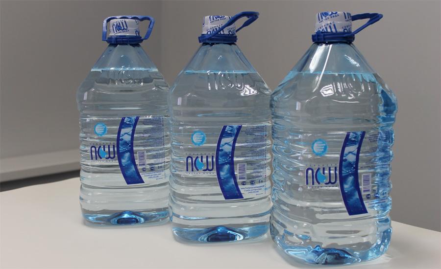 Вода Возьми за правило держать в машине пятилитровую канистру чистой воды. Залить в радиатор, промыть рану, да и просто утолить жажду в длинной пробке.