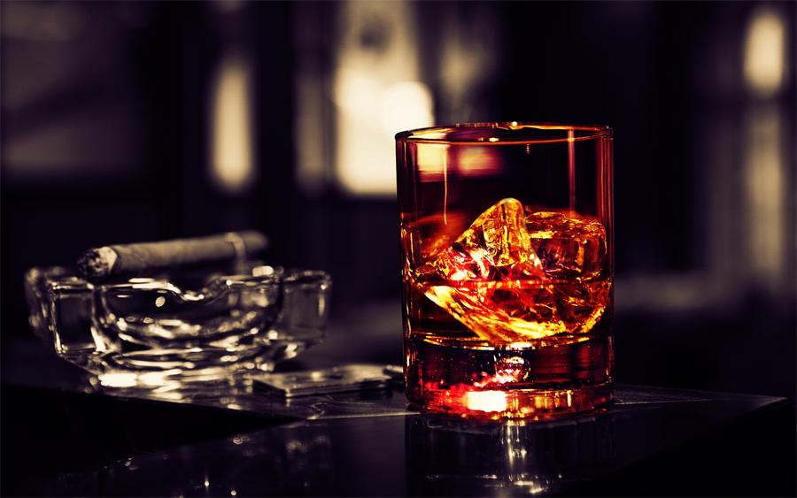 Сигареты и алкоголь Развлекаться любят все, а платить — далеко не только лишь все. Сигареты и алкоголь подавляют вашу нервную систему, а их регулярное употребление превращает организм в расшатанные строительные леса, готовые рухнуть в любой момент. Бросайте. Неделя, всего семь дней, потребуется вашему телу, чтобы прийти в себя. Просыпаться станет легче, мелкие проблемы будут восприниматься именно мелкими, а утренняя раздражительность останется в памяти забавным недоразумением.
