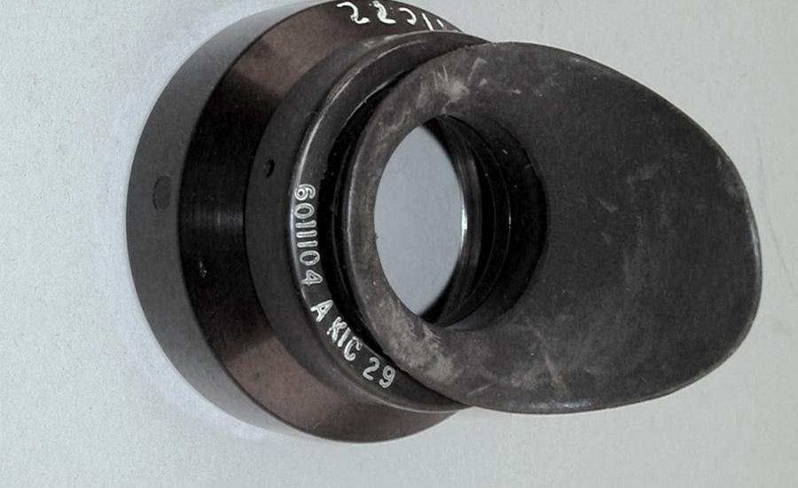 Запасной окуляр Как известно, сам м-р Армстронг никогда ни с кем не обсуждал существование этих предметов, и никто до этого не видел их, с тех пор как он вернулся на Землю 24 июля 1969 года.
