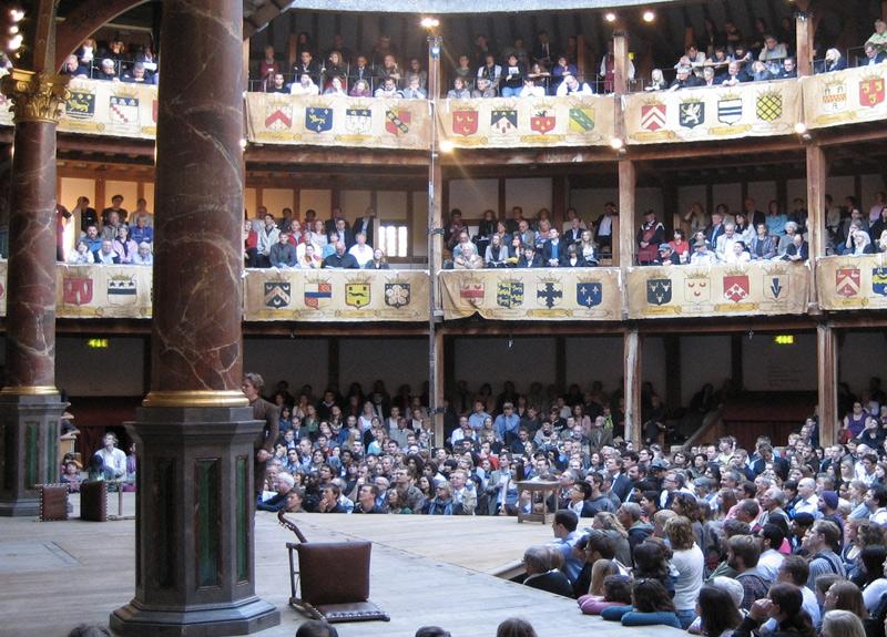 Глобус, Лондон Первый театр «Глобус» был построен в 1599 году на средства труппы актеров Lord Chamberlain's Men, в составе которой был и Шекспир. В 1613 году во время спектакля «Генрих VIII» театр уничтожил пожар. Театральная пушка дала осечку, в результате чего загорелась соломенная крыша и деревянные балки. В 1614 году театр восстановили, однако, как и другие театры, в 1642 году «Глобус» был закрыт пуританами, а через два года снесен. Современный «Глобус» открылся в 1997 году. Здание было выстроено на расстоянии около 200 метров от места первоначального месторасположения театра. В отличие от первого театра, принимавшего 3000 зрителей, в современном «Глобус» смотреть постановку могут не более 1300 человек.