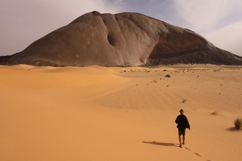 Бен-Амера, Мавритания Монолит расположен в Мавритании, недалеко от границы с Западной Сахарой. Высота геологического образования составляет 400 метров.