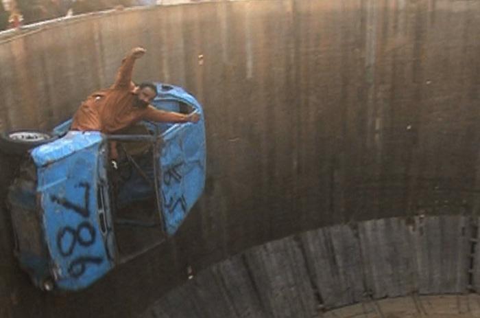 Многие «железные кони» находятся в аварийном состоянии и требуют ремонта, поэтому зачастую транспортные средства участников напоминают больше ржавые ведра с гайками, нежели мотоцикл или авто.