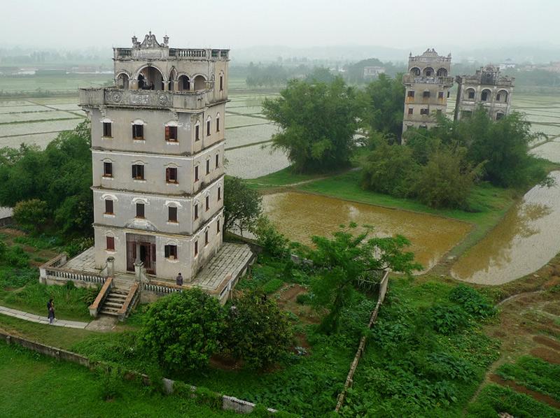 Башни Кайпинг В начале 20-го века в качестве временного убежища и сторожевых вышек в провинции Кайпинг были возведены тысячи башен. Около 1800 этих невероятных построек сохранились до наших дней.