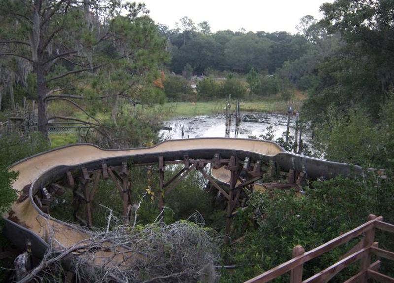Аквапарк Уолта Диснея, Флорида Первый в мире аквапарк мира Уолта Диснея был открыт в 1976 году. В 2001 году парк закрыли на техническое обслуживание и больше никогда не открывали. Практически все горки и архитектурные сооружения так и остались нетронутыми. По одной из версий, парк закрыли из-за того, что он не мог конкурировать с парками Typhoon Lagoon и Blizzard Beach.