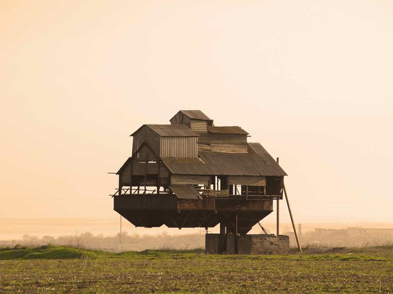 10 домов почти нарушивших законы физики