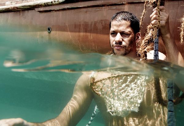 За день ныряльщики могут опуститься под воду 40-50 раз и собрать жемчуг из 200 раковин.