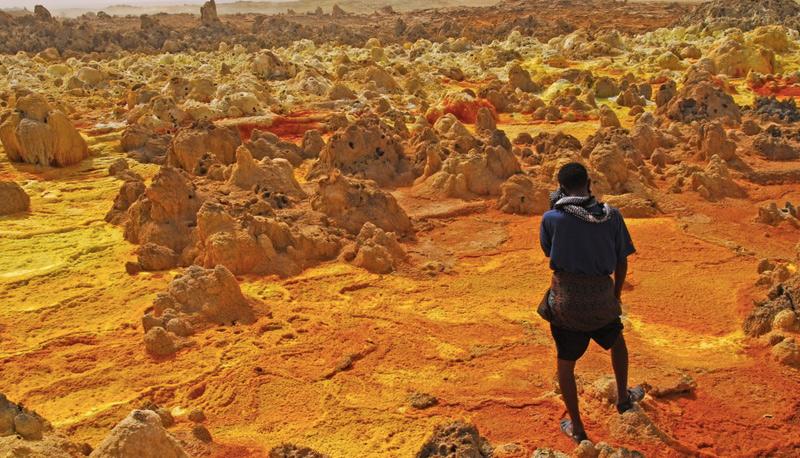 Даллол, Эфиопия      Местность считается поселением с наиболее высокой среднегодовой температурой, а также одним из самых отдаленных мест на планете. В регионе отсутствуют дороги, а добраться сюда можно только через караванные пути. Точное количество жителей в этом регионе неизвестно.
