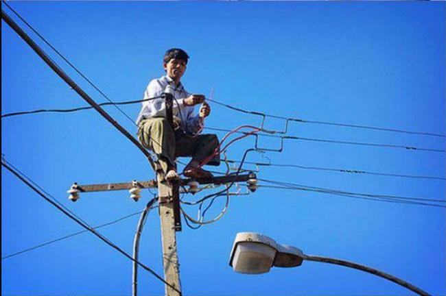 Сегодня я понял, что дело всей моей жизни — электрика. Полезу на столб!