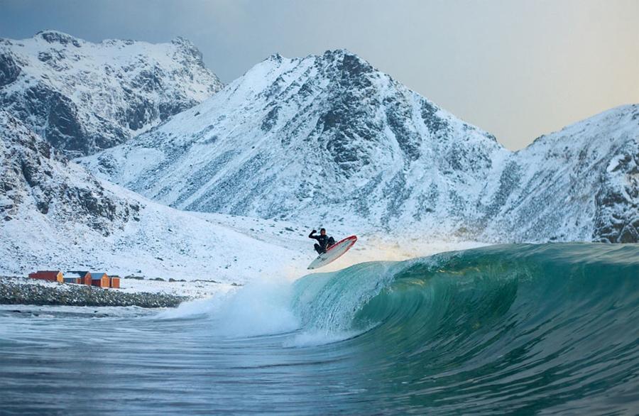 Камчатка, Россия Спот сложный, но очень значимый для профи серфинга. Основное место, куда приходят самые комфортные волны — пляж Халактырский, где и расположена своя сертифицированная школа серфа. Добраться сюда довольно сложно, но дело того стоит.