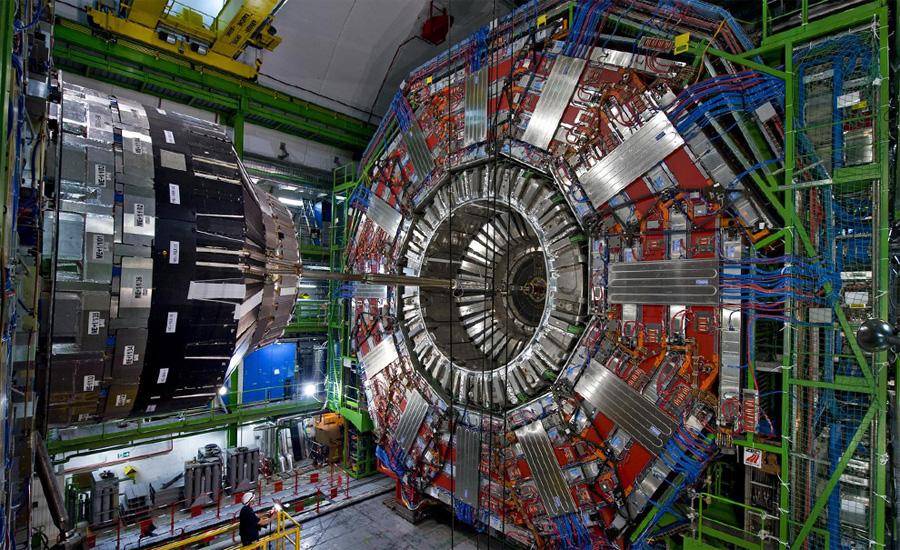 Большой адронный коллайдер Женева, Швейцария Европейская организация по ядерным исследованиям (ЦЕРН) занимается физикой высоких энергий. Построенный этой организацией Большой адронный коллайдер стал, в свое время, «страшилкой года» — многие считали, что именно он станет причиной гибели всей планеты.