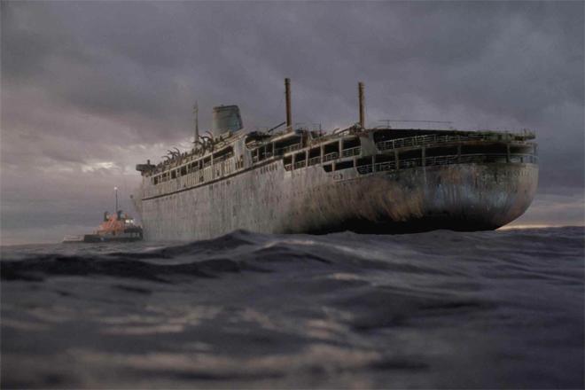 История голландского теплохода «Оранг Медан» началась с пугающего радиосигнала. Капитаны нескольких торговых судов с ужасом услышали: «SOS! Теплоход «Оранг Медан». Судно продолжает следовать своим курсом. Может быть, уже умерли все члены нашего экипажа. Я умираю». На борт корабля поднялись английский моряки, обнаружившие команду мертвецов. На лицах людей замерло выражение непередаваемого страха. Как только англичане покинули «Оранг Медан», тот загорелся, затем взорвался и пошел ко дну.