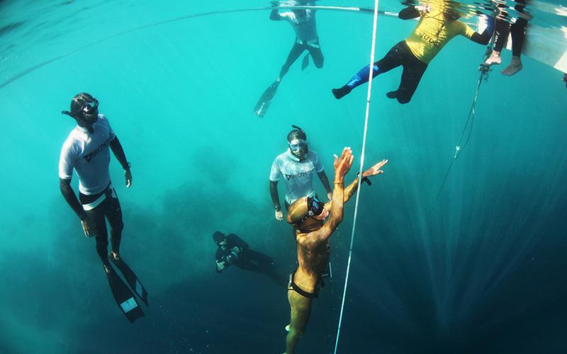 Кейт Миддлтон побила свой собственный рекорд для Новой Зеландии, преодолев 68-метровый рубеж и пробыв под водой 2,5 минуты.