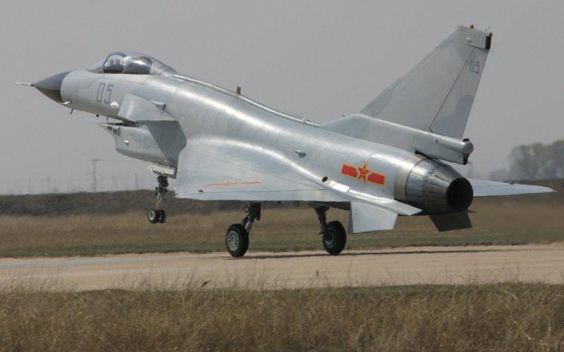 Chengdu J-10 Китайский одноместный истребитель, использующий двигатели компании НПО «Сатурн» российского и китайского производства. На запада известен как «Стремительный дракон»(Vigorous Dragon).