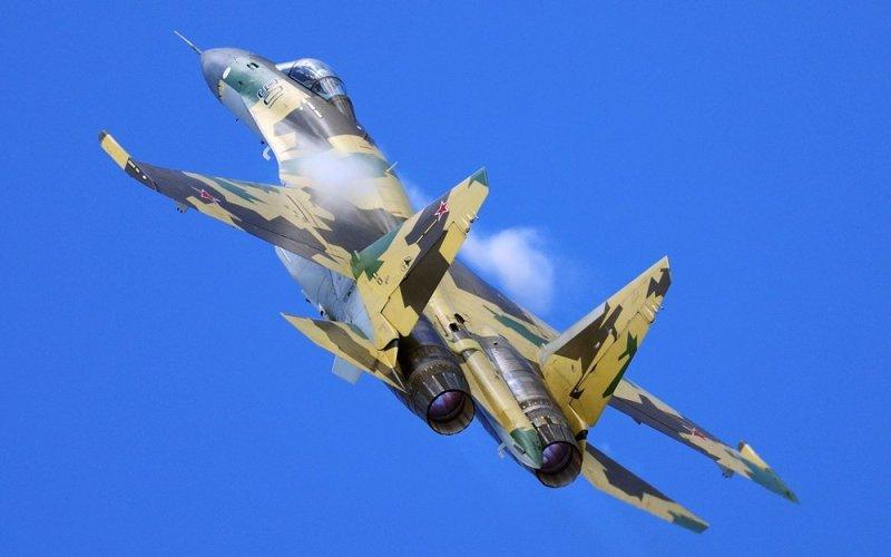 Су-35 Истребитель отечественного производства —Су-35 является одной из самых маневренных железных птиц, когда-либо поднимавшихся в небо.