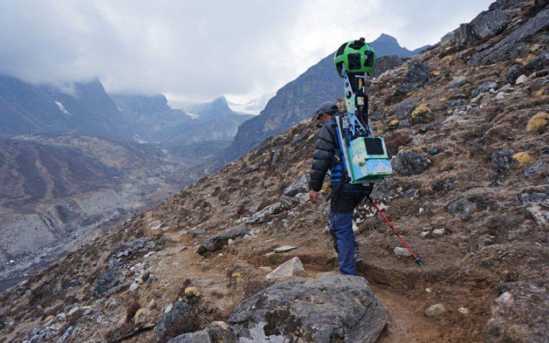 Аппа Шерпа Группу путешественников вел сам Аппа Шерпа, легендарный непальский альпинист, совершавший восхождение на Эверест более 20 раз. Теперь, по его словам, каждый желающий может посмотреть не только природу невероятного по своей красоте места, но и увидеть жизнь простых людей, живущих в поселениях у подножия Джомолунгма.