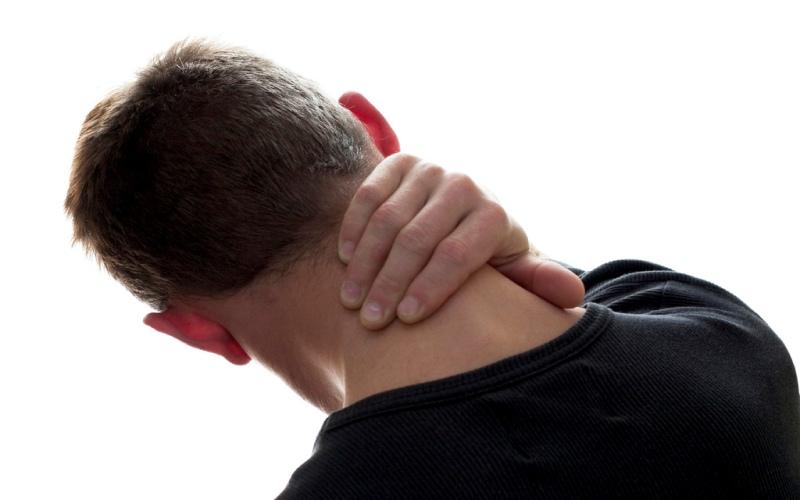 Делать массаж Как утверждают сертифицированные массажисты, банка с пивом может стать отличным приспособлением для самомассажа. Прижавшись к стене и поместив банку в область поясницы или между лопатками, можно с легкостью помассировать эти трудно досягаемые части тела. Давлениерасслабит мышцы и стимулирует кровообращение.