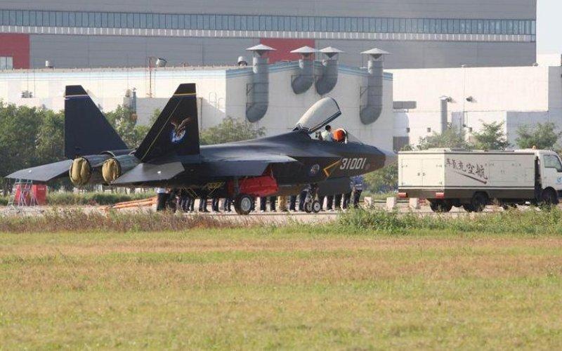 The Shenyang J-31 Лучшая попытка Китая построить что-то вроде F-22 и F-35.
