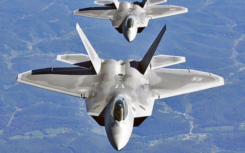 F-22 Raptor Американский истребитель стал первым в мире серийным многоцелевым самолетом истребителем пятого поколения.3 года назад был снят с производства по многим причинам, в том числе из-за его рекордной дороговизны – его разработка налогоплательщикам обошлась в 70 млрд. долларов.
