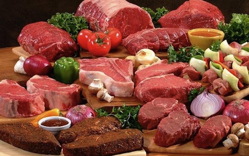 Ешьте все Исключение из диеты спортсменов-любителей целых групп продуктов питания можно встретить очень часто. Однако такое явление отсутствует на профессиональном уровне. Наиболее распространены две ошибки: устранение из диеты злаков, что увеличивает риск заболевания или травмы, и устранение мяса, что может привести к анемии.