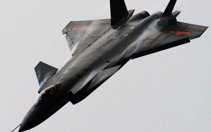 The Chengdu J-20 J-20 —истребитель 5-го поколения из Китая. О нем еще мало что известно, кроме того, что он похож на космический корабль и конструируется по стелс-технологии.
