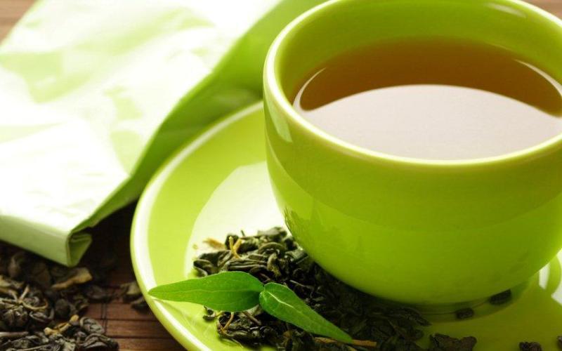Антиоксиданты После 50 иммунная система все больше ослабевает, и риск подвергнуться всевозможным заболеваниям, особенно сердечным, возрастает в несколько раз. Укрепить организм помогут продукты, содержащие антиоксиданты. Согласно исследованиям ученых, на иммунитет особенно благотворно воздействуют овощи, многие ягоды и фрукты, зеленый чай и кофе.