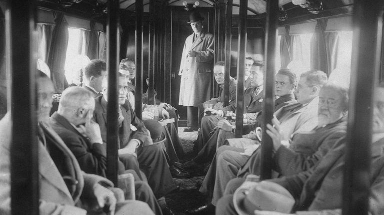 Демонстрация 8 июля 1930 года на испытательном полигоне в пригороде Глазго монорельс был продемонстрирован прессе и возможным инвесторам. Демонстрация прошла блестяще. Поезд, тут же названный «гением британской инженерной мысли», завоевал восхищение публики, но, почему-то, никто не желал вкладывать в него свои деньги.