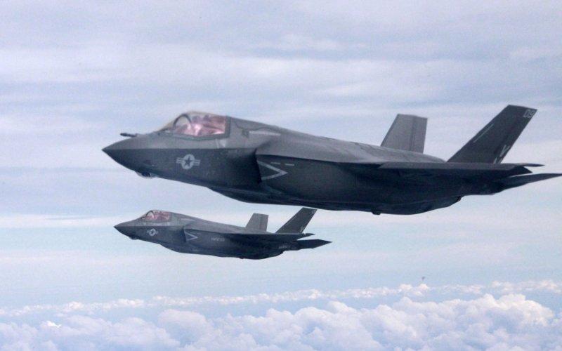F-35 Дорогостоящий надежный истребитель с вертикальным взлетом и посадкой на вооружении ВВС США.