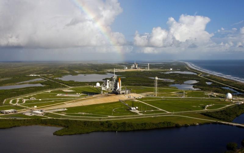 Мыс Канаверал, Флорида Каждый год миллионы людей приезжают на мыс Канаверал, чтобы лично узнать историю освоения космоса. Туристам предоставляется возможность попасть на закрытую территорию НАСА, исследовать знаменитый «Аполлон – Сатурн V» и узнать подробности миссии на Марс.