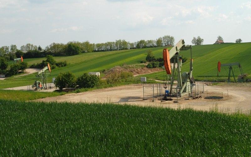 Zistersdorf UT2A (Австрия, 8553 м) В 1977 году в районе венского нефтегазоносного бассейна, где скрывалось несколько небольших месторождений нефти, была пробурена скважина ZistersdorfUT1A. Когда на глубине 7544 м обнаружились неизвлекаемые запасы газа, первая скважина неожиданно обрушилась, и компании OMV пришлось пробурить вторую. Однако на этот раз проходчики не нашли углеводородных ресурсов глубокого залегания.