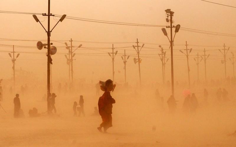 Арабский haboob Наиболее сильные песчаные бури отмечают на Аравийском полуострове. Клубящиеся и постоянно расширяющиеся потоки переносятся по коридору между горами Малой Азии и Саудовской Аравии. Торговые караваны, состоящие из тысяч людей и верблюдов, бесследно пропадали в таких бурях.