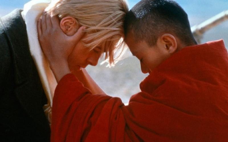 Семь лет в Тибете (Seven Years in Tibet) Генрих Харрер, человек у которого было все – популярность, успех и любящая жена, бросает все, чтобы покорить самый неприступный пик в Гималаях. Его путешествие несколько растянулось (на целых 7 лет), и за время своих странствий, набравшийся мудрости в разговорах с самим Далай Ламой, Генрих переосмысливает свое эгоистичное поведение и встает на путь просветления.